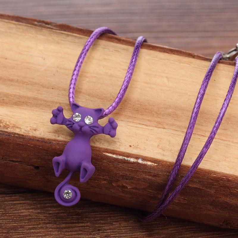 Kitty pendant necklace - purple