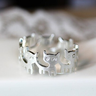 Silver-plated kitties in a ring